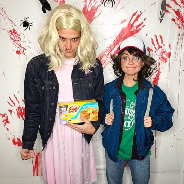 Sarah Hyland and Wells Adams dress up as Stranger Things characters for Halloween.