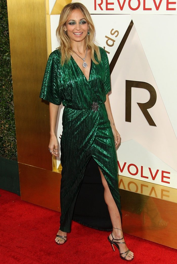 Nicole Richie walks the red carpet of the 2017 Revolve Awards.