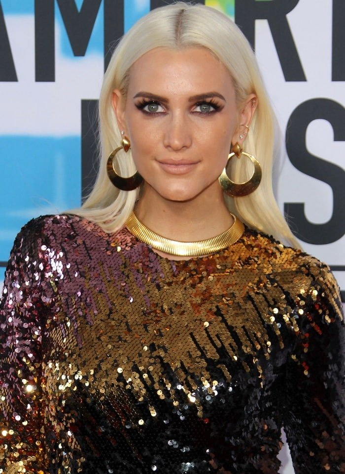 Ashlee Simpson Ross wearing a Christian Siriano Fall 2017 ombré sequin gown and Neil Lane jewelry at the 2017 American Music Awards