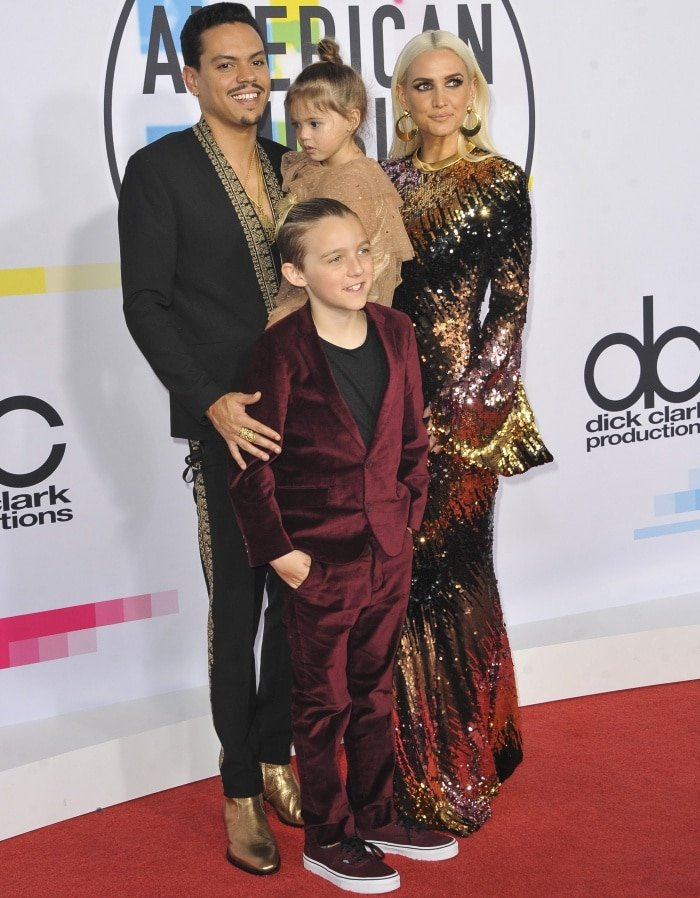 Evan Ross, Jagger Snow Ross, Ashlee Simpson Ross, and Bronx Mowgli Wentz at the 2017 American Music Awards