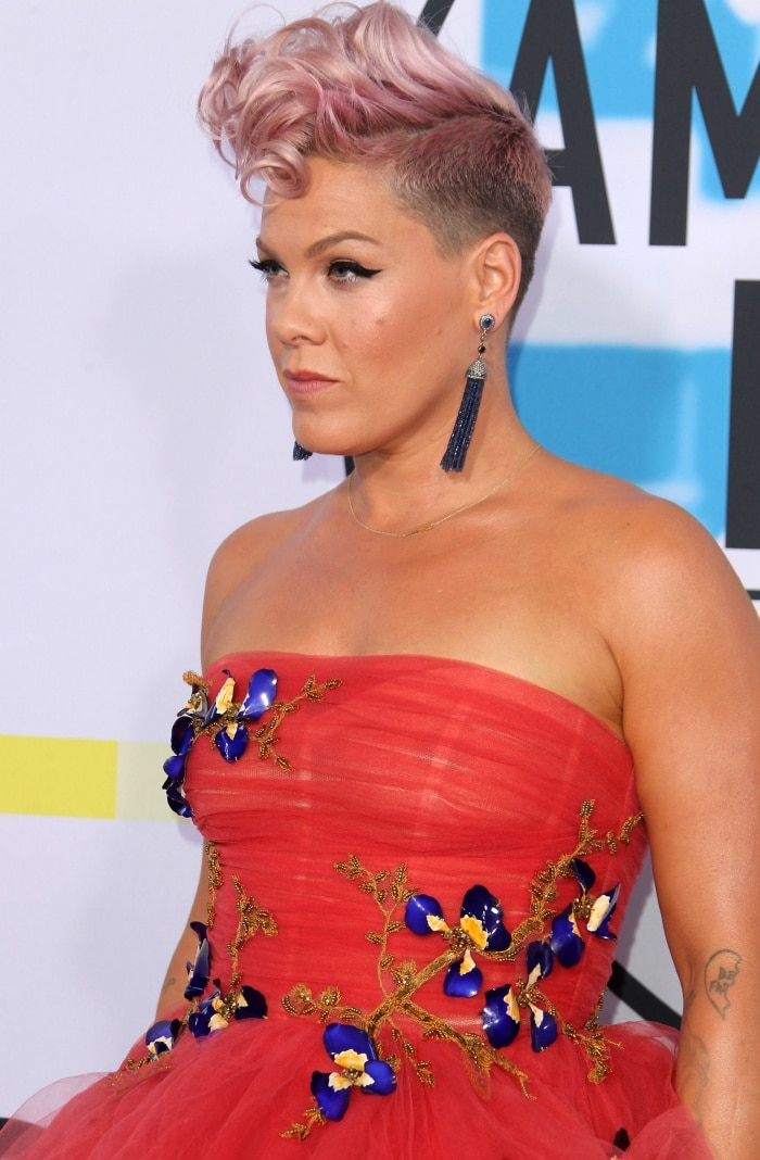Pink wearing a Monique Lhuillier Fall 2016 gown and Narcisa Pheres tassel earrings at the 2017 American Music Awards