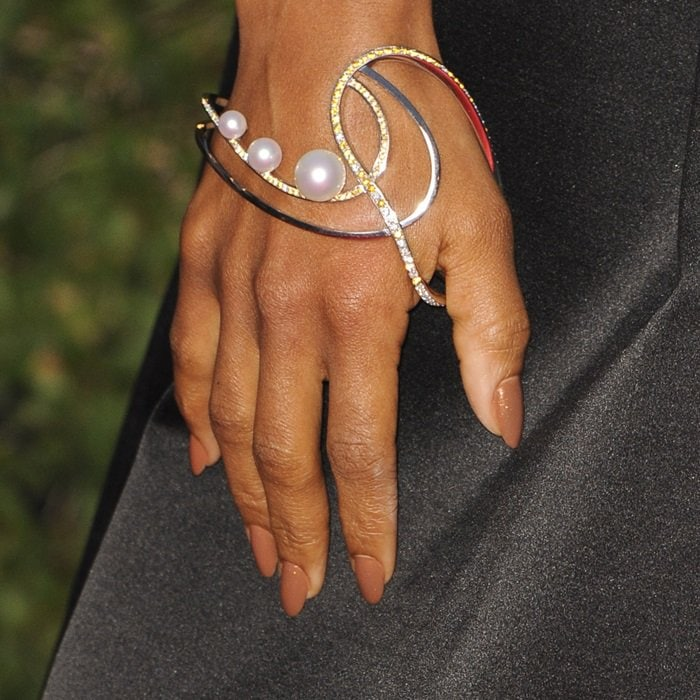Kerry Washington showing off her amazing jewelry by Atelier Tasaki x Prabal Gurung