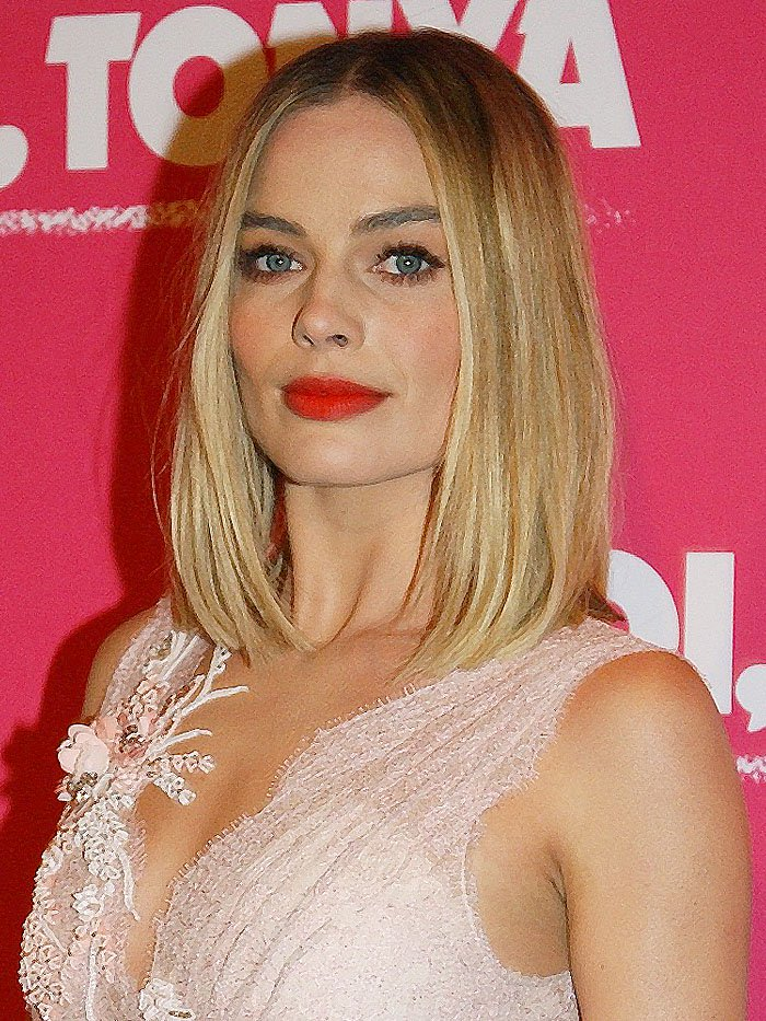 Margot Robbie's blunt long bob also lent a modern air to her princessy-look