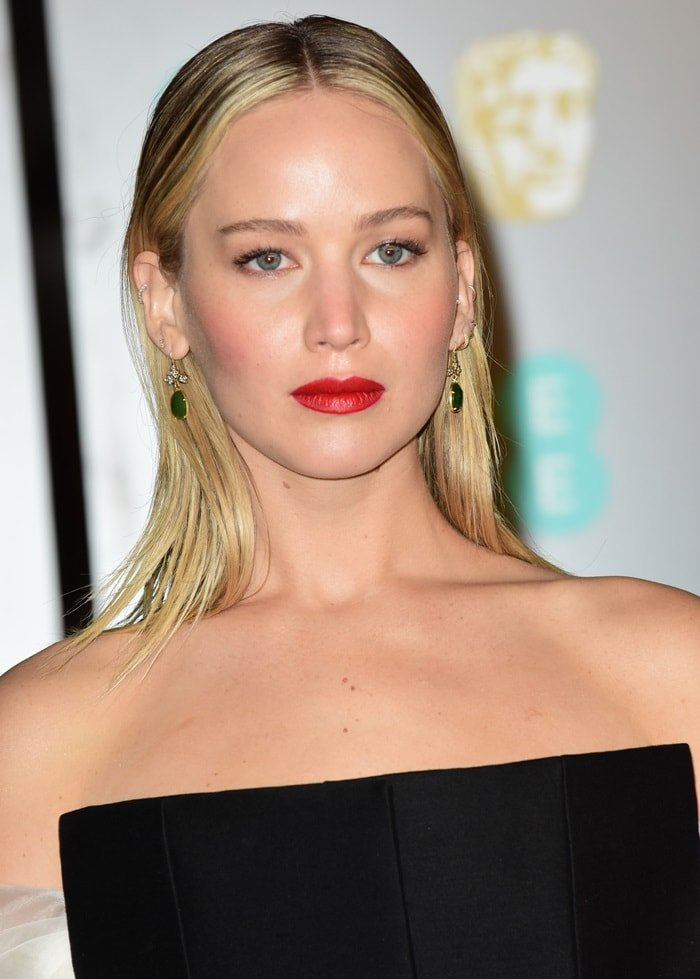 Jennifer Lawrence wearing emerald stone earrings from Sylva & Cie