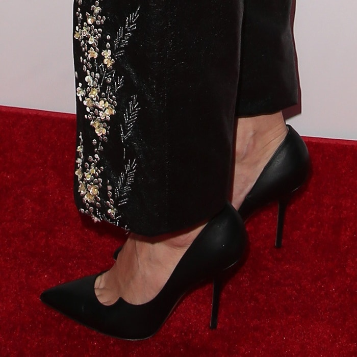 Allison Williams's feet and toe cleavage in pointy-toe Paul Andrew pumps