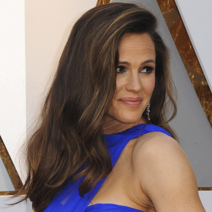 Jennifer Garner wore her long brunette hair blown out