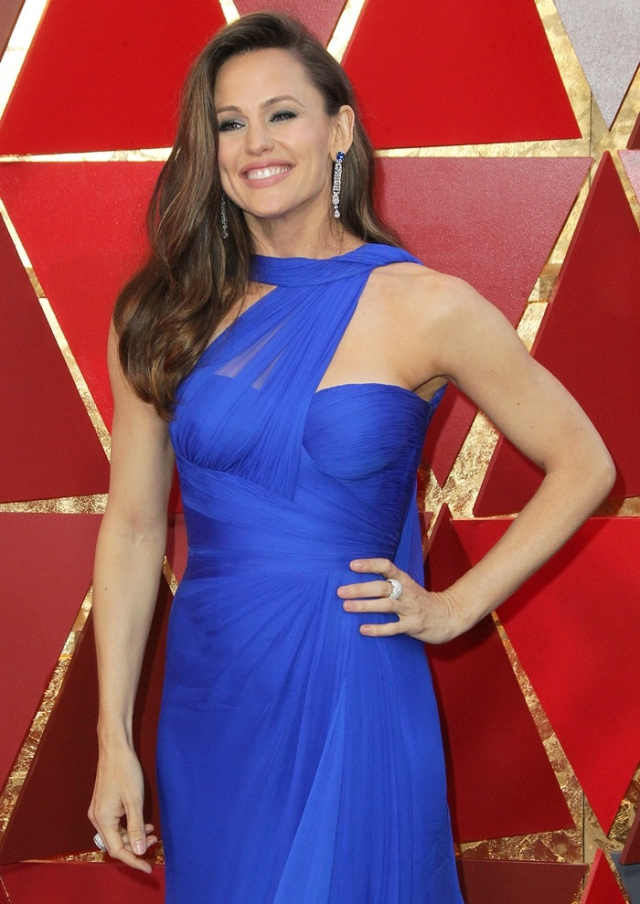 Jennifer Garner in a royal blue Atelier Versace gown