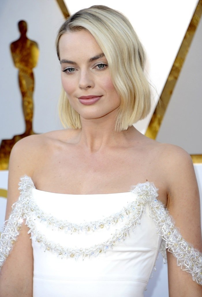 Margot Robbie's gown featured a corset bodice with a 3D band of crystal tubes that were filled with camellias