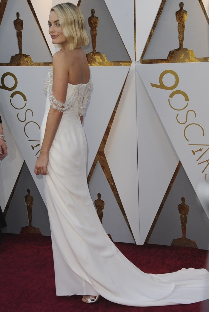 Margot Robbie's Chanel dream dress at the 2018 Oscars