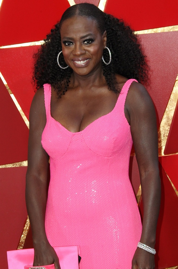 Viola Davis showed off her wavy curls and accessorized with hoop earrings