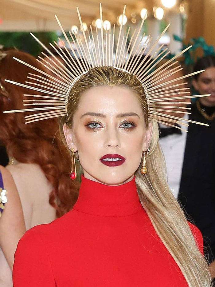 Details of Amber Heard's Apatico zip-tie halo and Jennifer Meyer earrings.