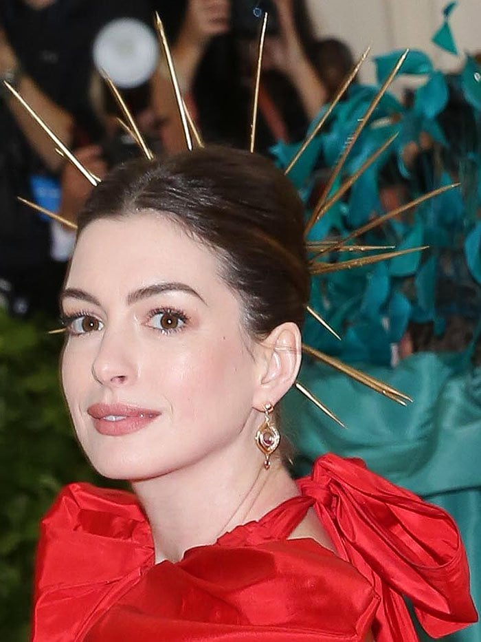 Anne Hathaway wearing a gold spiked halo at the 2018 Met Gala.