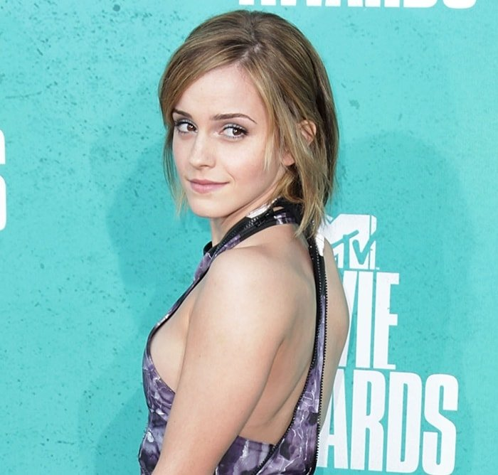 Actress Emma Watson arrives with sideboob at the 2012 MTV Movie Awards